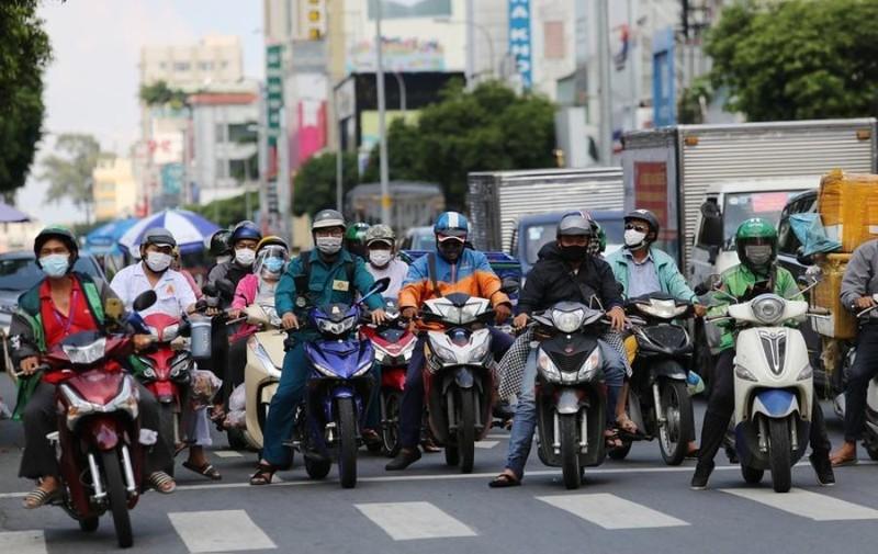 Lượng phương tiện tham gia giao thông ở TP.HCM tăng nhanh chóng - ảnh 2
