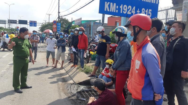 120 người bị kẹt ở Bình Chánh đã được tỉnh Long An đón về cách ly - ảnh 1