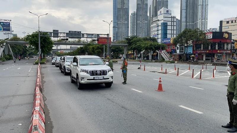 Hơn 10.000 người đề nghị tạo điều kiện đi lại giữa TP.HCM và các tỉnh - ảnh 1