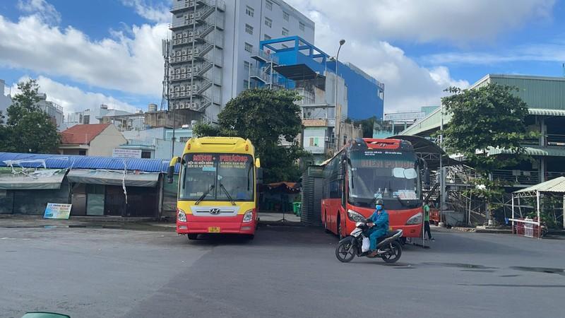 Người dân thất vọng khi nhiều tuyến xe liên tỉnh chưa được chạy - ảnh 2
