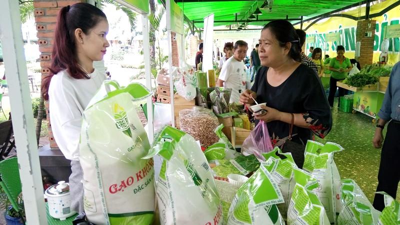 Tốn 20.000 USD mới xin được giấy phép xuất khẩu gạo? - ảnh 1