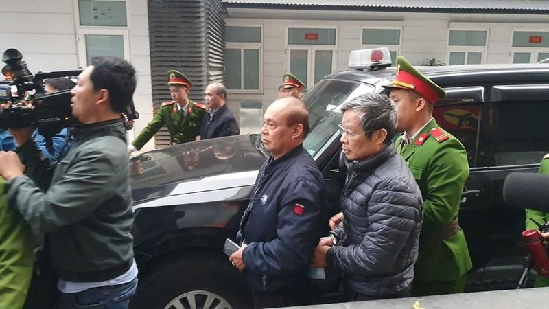 Bị cáo Nguyễn Bắc Son và Trương Minh Tuấn xuất hiện tại tòa - ảnh 1