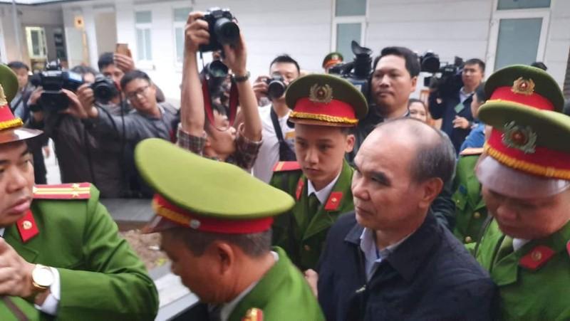 Bị cáo Nguyễn Bắc Son và Trương Minh Tuấn xuất hiện tại tòa - ảnh 3