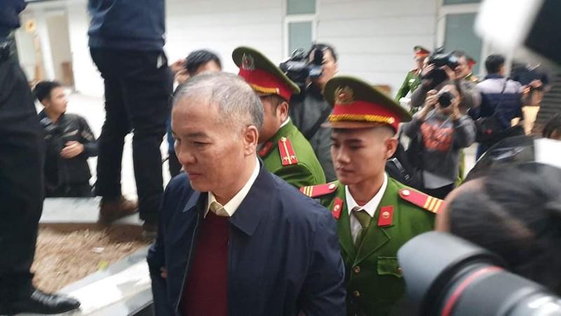 Bị cáo Nguyễn Bắc Son và Trương Minh Tuấn xuất hiện tại tòa - ảnh 4