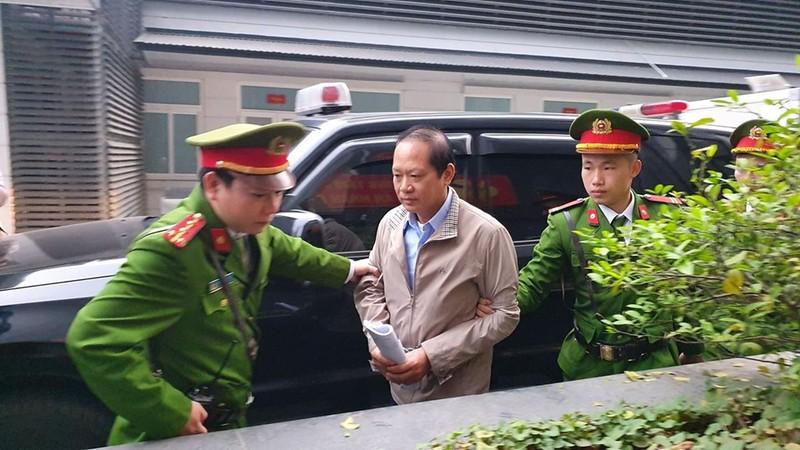 Bị cáo Nguyễn Bắc Son và Trương Minh Tuấn xuất hiện tại tòa - ảnh 2