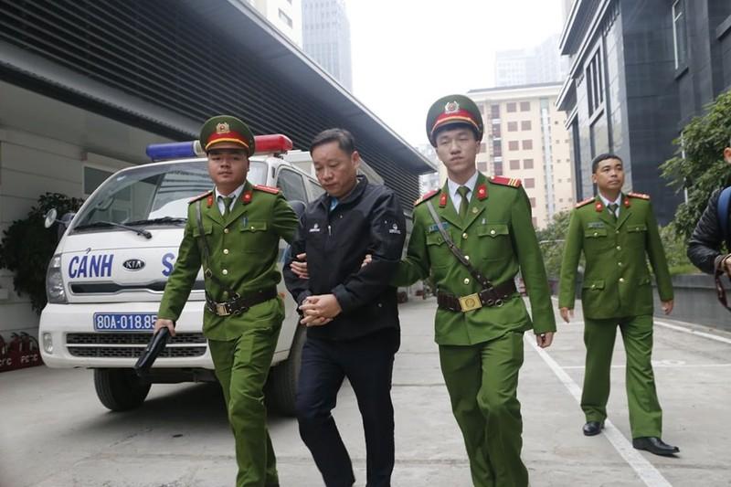 Vũ 'nhôm' cùng cựu chủ tịch TP Đà Nẵng đã tới tòa - ảnh 3