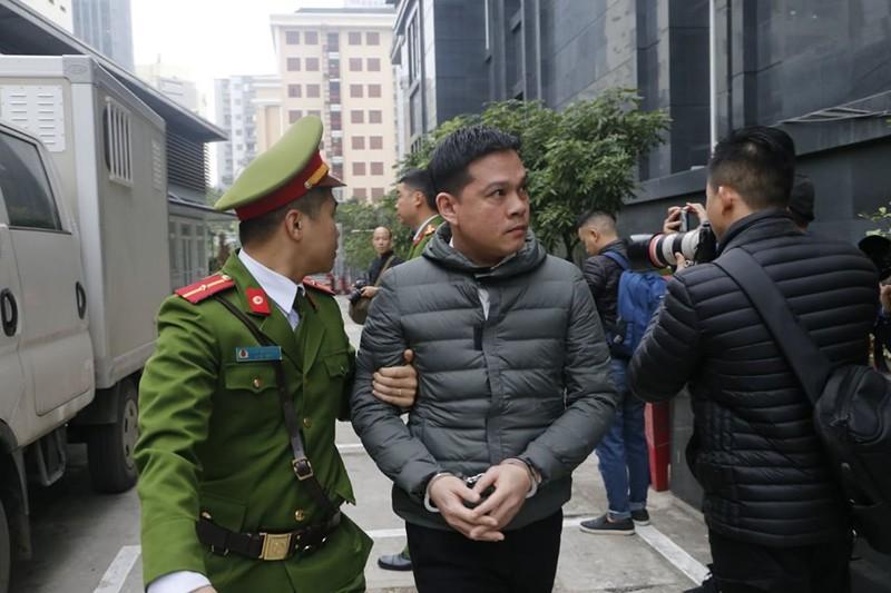 Vũ 'nhôm' cùng cựu chủ tịch TP Đà Nẵng đã tới tòa - ảnh 4