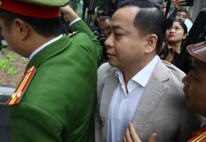Vũ 'nhôm' cùng cựu chủ tịch TP Đà Nẵng đã tới tòa - ảnh 1