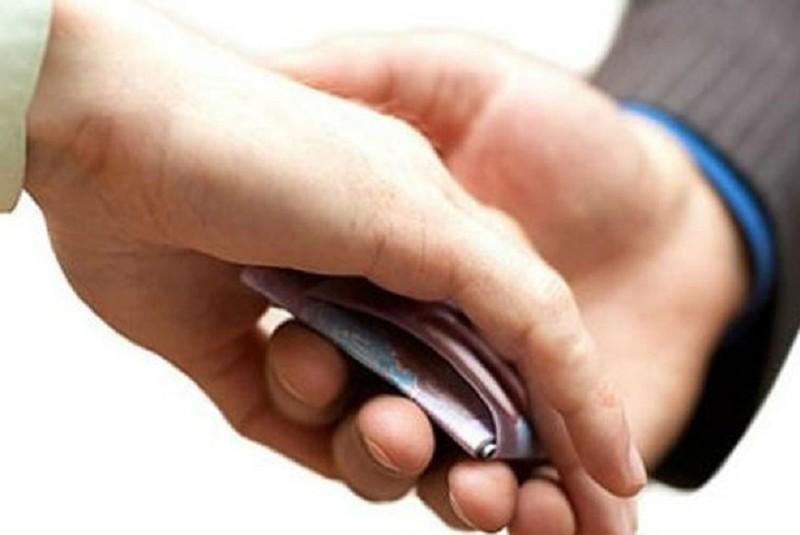 Cán bộ xài tiền của người vi phạm sẽ bị cách chức - ảnh 1