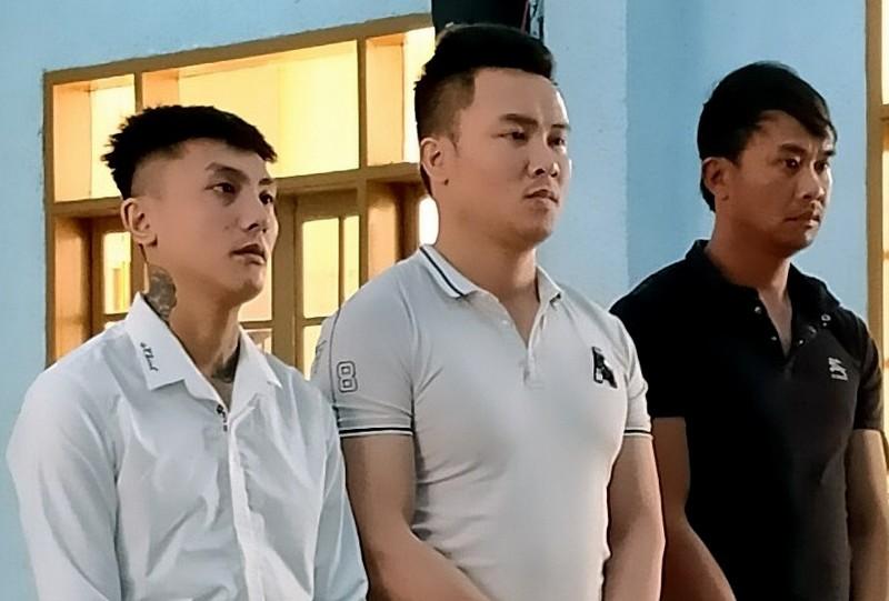 3 thanh niên ném quả nổ ép người dân phải bán nhà - ảnh 1