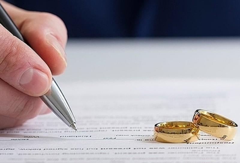 Tòa thụ lý đơn ly hôn của chồng khi vợ nuôi con dưới 1 tuổi - ảnh 1