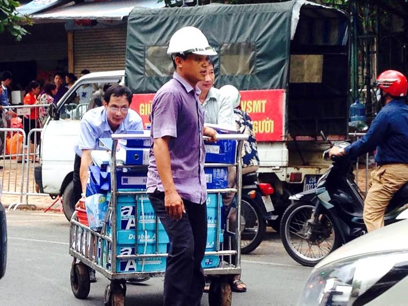 Biệt thự cổ HN sập: người dân lao vào lấy tài sản bất chấp nguy hiểm - ảnh 6
