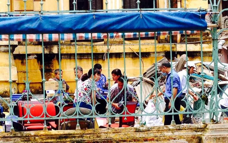 Biệt thự cổ HN sập: người dân lao vào lấy tài sản bất chấp nguy hiểm - ảnh 5