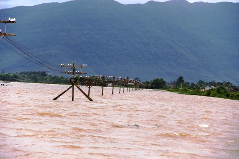Miền Trung lũ lụt diện rộng, thủy điện ngưng xả lũ  - ảnh 4