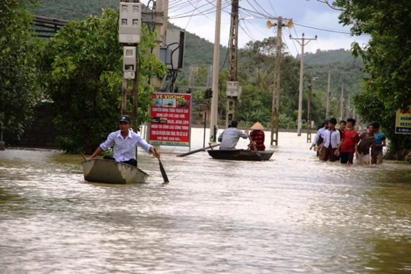 Miền Trung lũ lụt diện rộng, thủy điện ngưng xả lũ  - ảnh 1