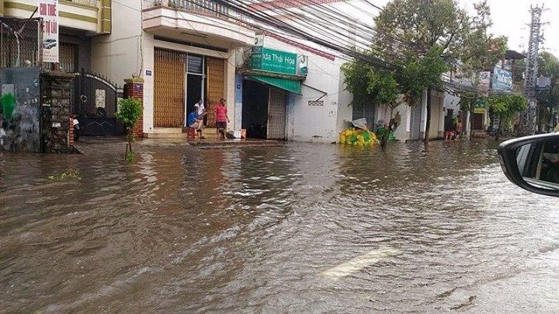 Bão số 12 tan thành áp thấp, mưa lũ trải dài miền Trung - ảnh 4