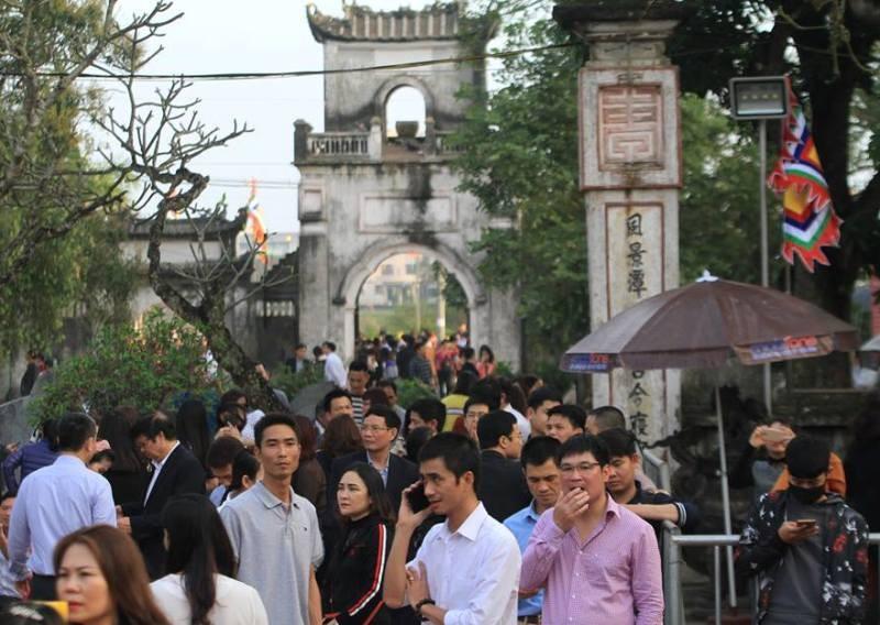 Vạn người hành hương về đền Trần trước giờ khai ấn - ảnh 2