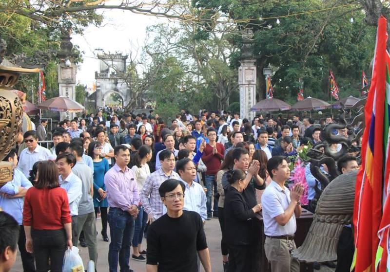 Vạn người hành hương về đền Trần trước giờ khai ấn - ảnh 3