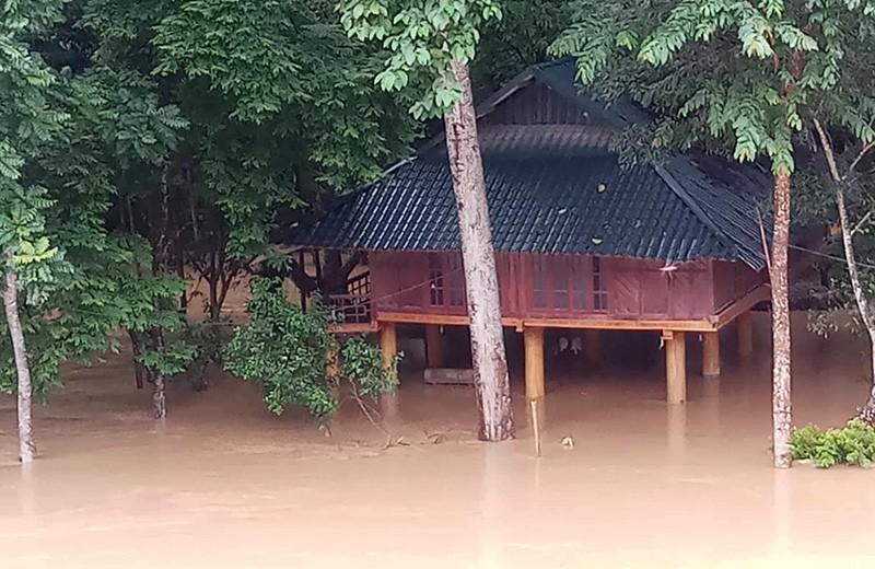 Nhiều nơi ở Thanh Hóa bị chia cắt, cô lập vì mưa lũ - ảnh 2