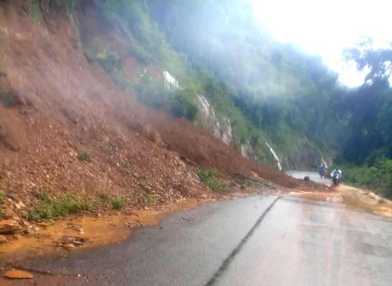 Nhiều nơi ở Thanh Hóa bị chia cắt, cô lập vì mưa lũ - ảnh 6