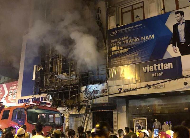 Cháy dữ dội ở phố sầm uất nhất TP Thanh Hóa - ảnh 4