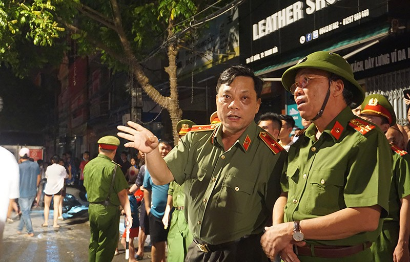 Cháy dữ dội ở phố sầm uất nhất TP Thanh Hóa - ảnh 3