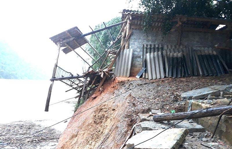 Nhiều phòng học, nhà dân ở Thanh Hóa bị sập, vùi lấp - ảnh 5