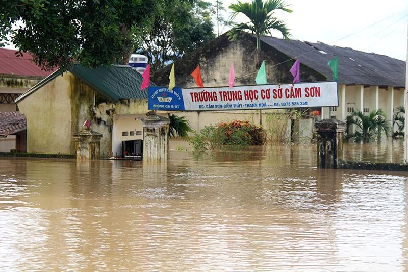 Lũ kinh hoàng, sơ tán khẩn cấp 20.000 người dân ở Thanh Hóa - ảnh 1