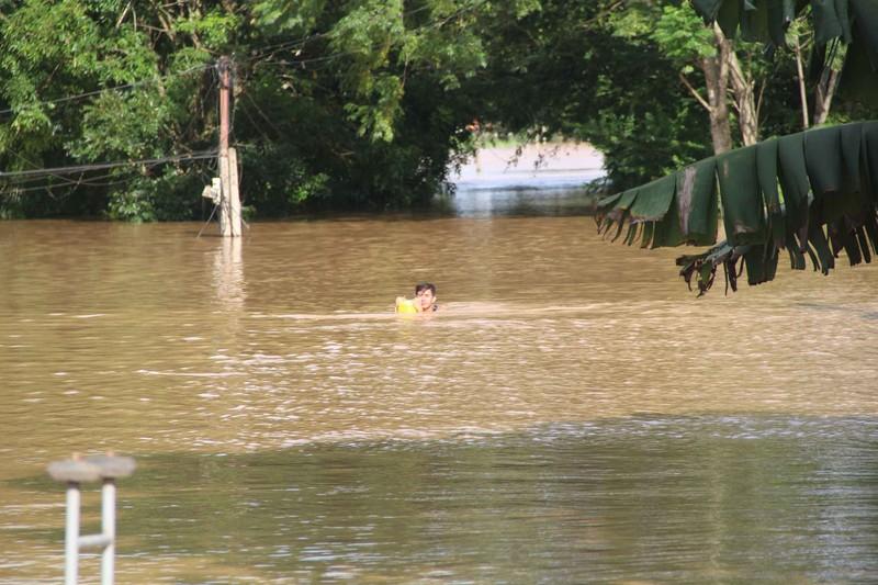 Lũ kinh hoàng, sơ tán khẩn cấp 20.000 người dân ở Thanh Hóa - ảnh 7