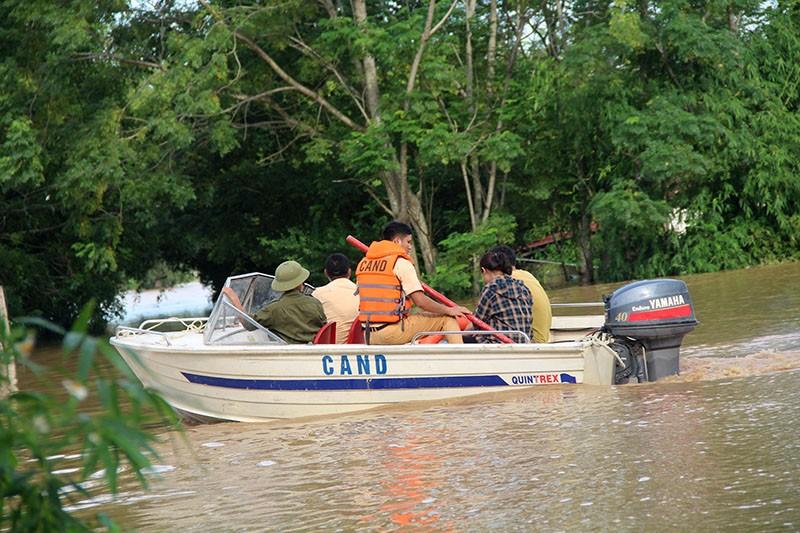Lũ kinh hoàng, sơ tán khẩn cấp 20.000 người dân ở Thanh Hóa - ảnh 6