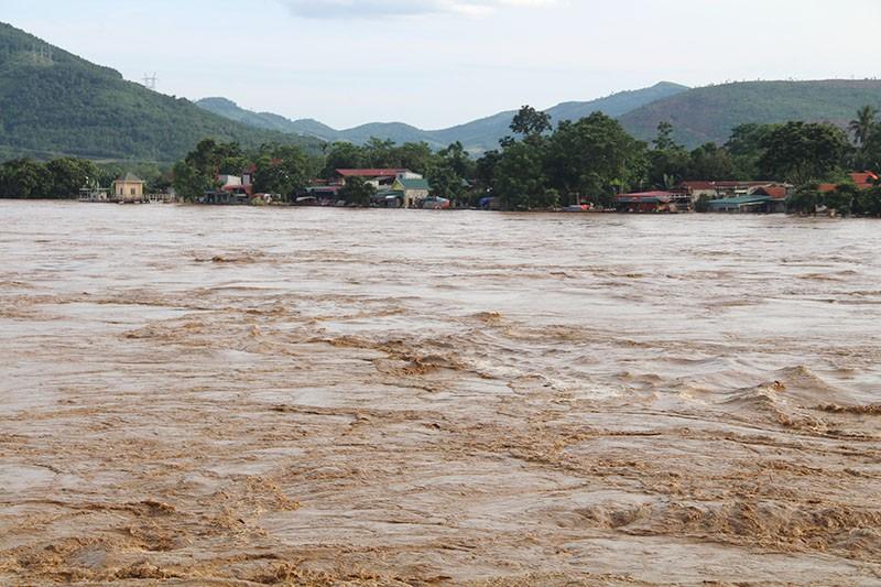 Lũ kinh hoàng, sơ tán khẩn cấp 20.000 người dân ở Thanh Hóa - ảnh 10