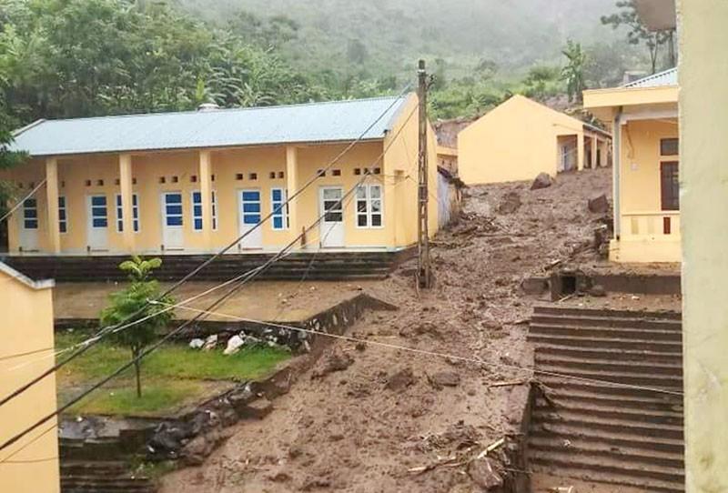 Trường sập, 264  học sinh chưa có nơi học tạm - ảnh 11
