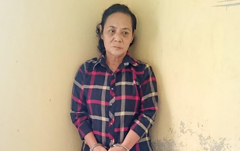 1 phụ nữ 7 tiền án bị bắt trước cửa đền - ảnh 1