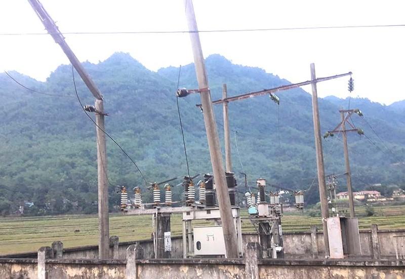 Xe tải cài số lùi, cả huyện Mường Lát mất điện - ảnh 1