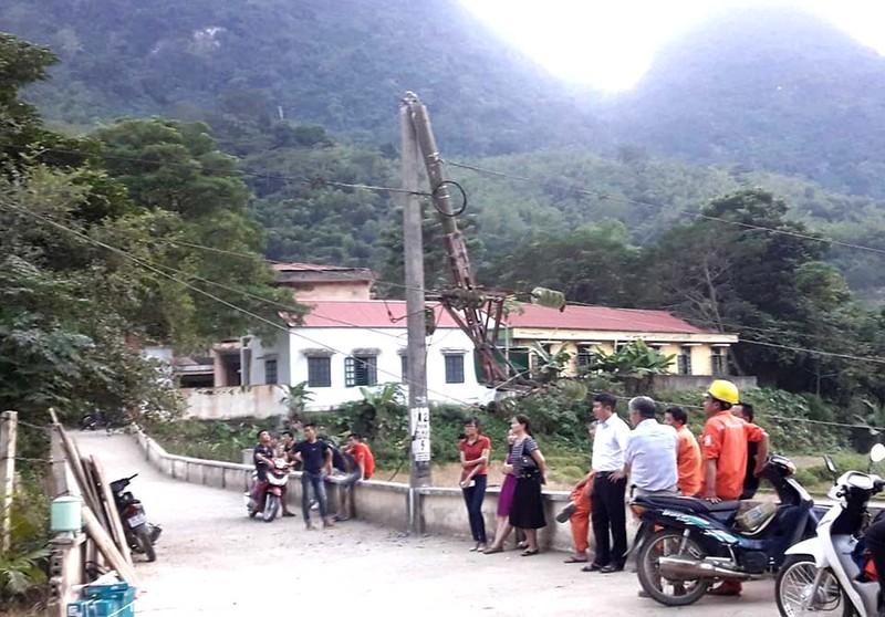 Xe tải cài số lùi, cả huyện Mường Lát mất điện - ảnh 2