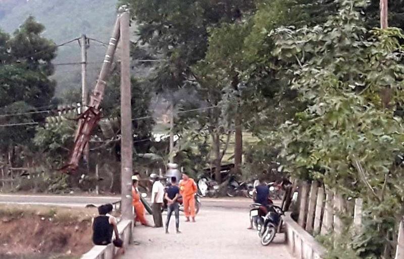 Xe tải cài số lùi, cả huyện Mường Lát mất điện - ảnh 3