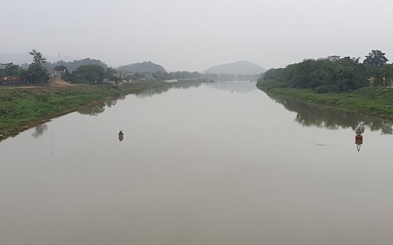 Cãi nhau trên cầu, người vợ bất ngờ nhảy sông Lèn tự tử  - ảnh 1