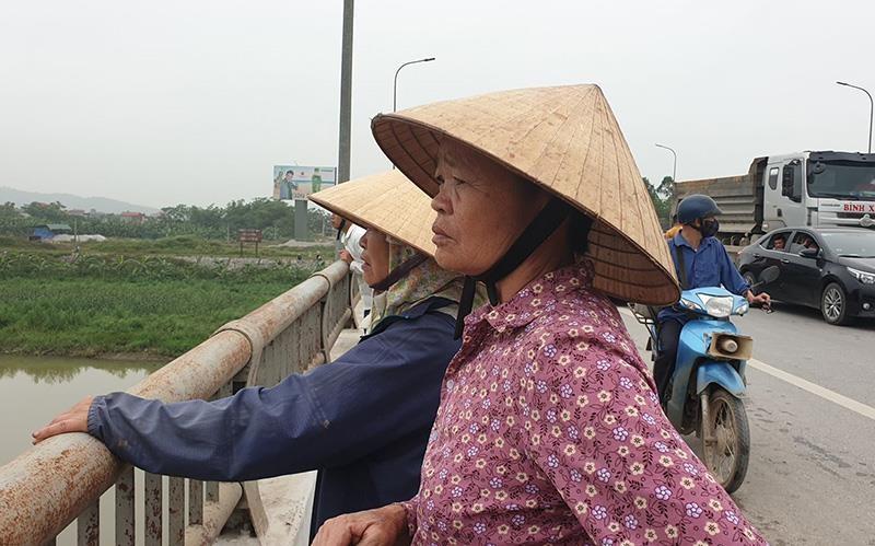 Cãi nhau trên cầu, người vợ bất ngờ nhảy sông Lèn tự tử  - ảnh 2