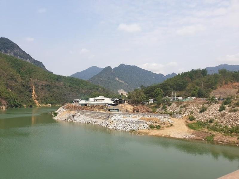 Đổ hàng ngàn khối đất đá xuống sông Mã  - ảnh 1