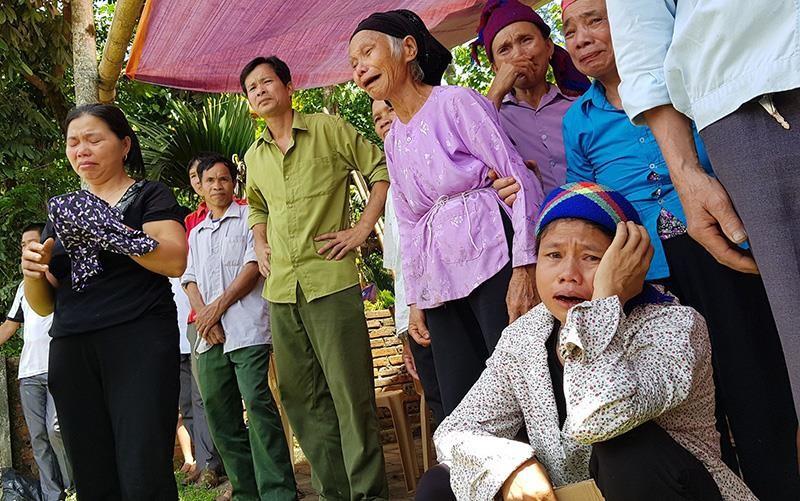 Người dân, đồng đội thương khóc tiễn biệt Thiếu tá Vi Văn Nhất - ảnh 1