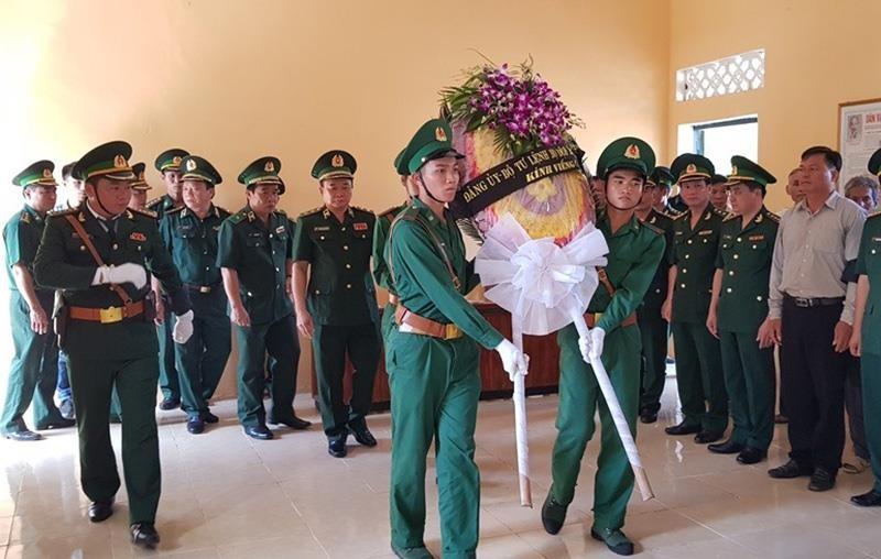 Người dân, đồng đội thương khóc tiễn biệt Thiếu tá Vi Văn Nhất - ảnh 2