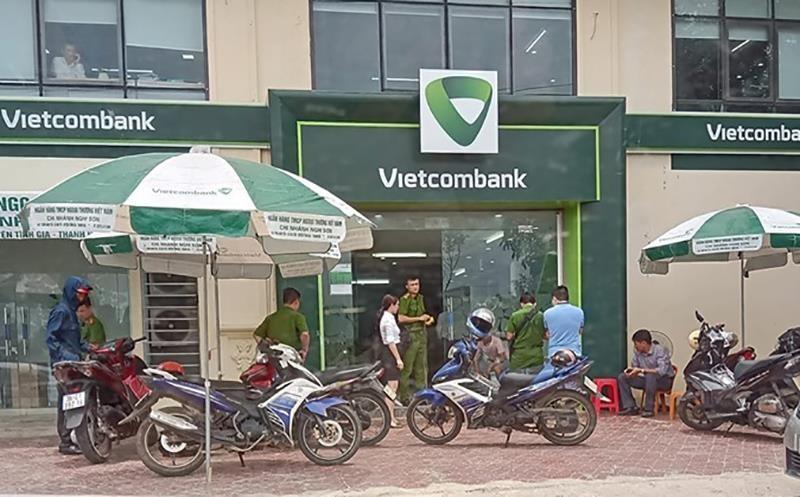 Truy bắt kẻ nổ súng cướp ngân hàng ở Thanh Hóa - ảnh 2