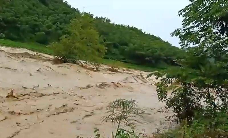 200 hộ dân Sa Ná bị cô lập, 12 người trong bản vẫn mất tích - ảnh 1