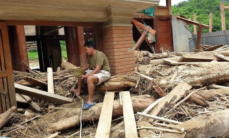 Lũ rút ở Sa Ná, gỗ tràn lan khắp bản - ảnh 6