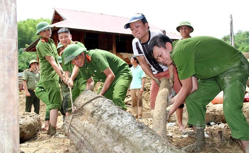 Lũ rút ở Sa Ná, gỗ tràn lan khắp bản - ảnh 14