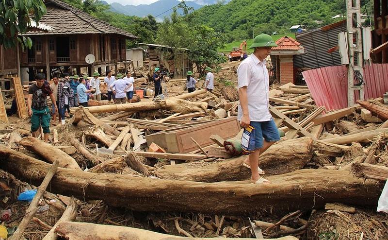 Lũ rút ở Sa Ná, gỗ tràn lan khắp bản - ảnh 15