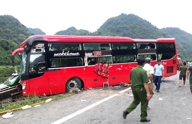 Xe khách tông đuôi ô tô tải, 16 người thương vong - ảnh 2