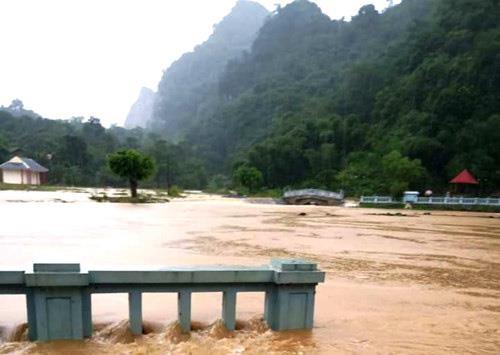 Mưa lớn khiến nhiều nơi ở Thanh Hóa bị ngập sâu - ảnh 3