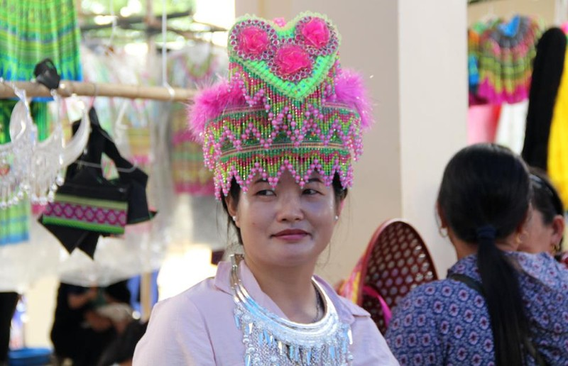   Người Mông biên giới nô nức xuống chợ mừng tết Độc lập - ảnh 4