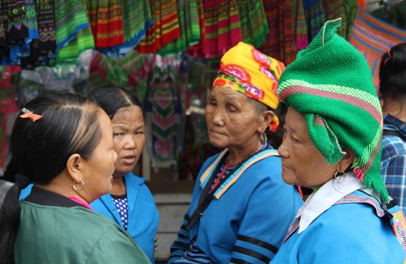  Người Mông biên giới nô nức xuống chợ mừng tết Độc lập - ảnh 6